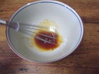 餃子を食べるときは泡立て器なんて使わないだけに、初の試み。