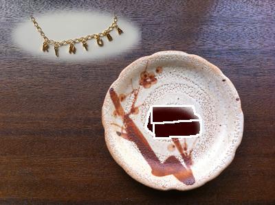 金つばへの思いをブレスレットに(注:皿の上に描いてあるなんかへんなのは金つばのイラストです!)