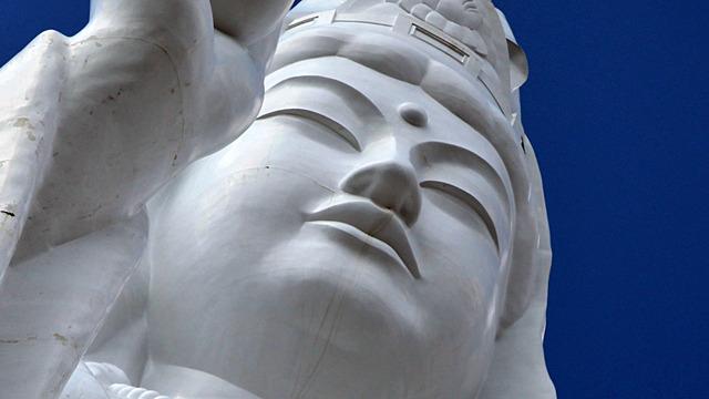 仙台は巨大観音像に見守られている