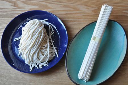 左が生麺のうどん、右が乾麺のうどん。そうめんにも左の時の様な状態があったわけだよな。