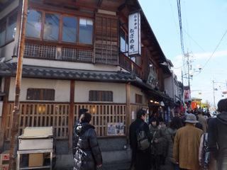 観光地の有名店。さすがの混雑ぶり