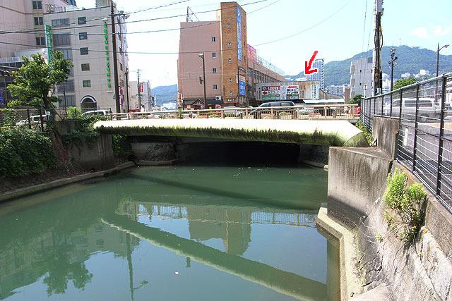赤矢印のあたりも撤去され、暗渠でなくなった。