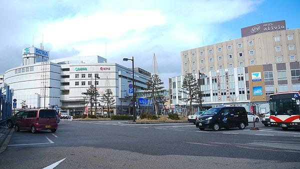 七尾駅前(栄えてる! もはや新宿と変わらない!)