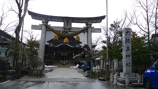 ということでやって参りました「大地主神社」。地主が地主でジャンプ!