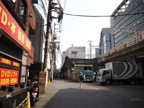 そして電線非地下化。まだ現役だが、「渋谷ビフォアアフター」の「ビフォア」感をひしひしと感じる一角。