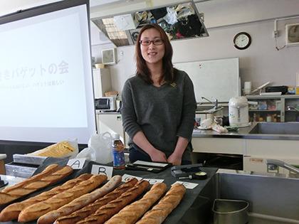 パン作りのプロ、田中みなみさん。