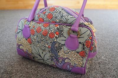 先日、妻が買ってきた新しいバッグ。なんか独特で、試すのにちょうどいい。