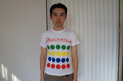 引き出しの奥にあった当サイトのシャツを着てみた。ピチピチなのは150cmサイズだからだ。よくわからないまま、なぜか「別腹」という言葉はなじむ。