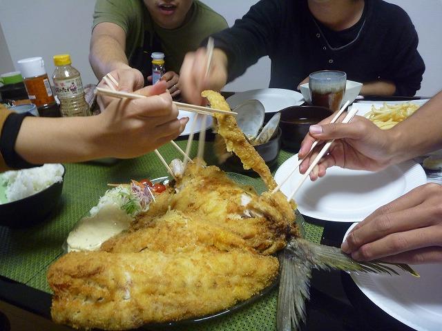 みんなでつついて食べる定食という新機軸。