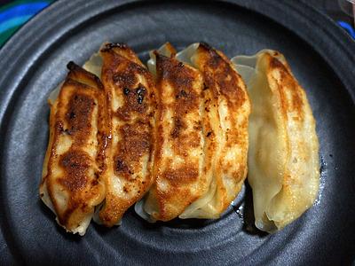 焼き立ての自家製やお店のも美味しいが、たまに惣菜コーナーの、くたりとした餃子も恋しくなるね。