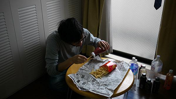 食べるものが弁当からポテトになっても寂しさは変わらない