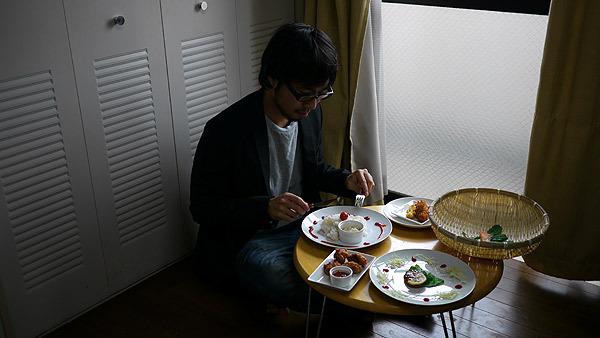 華やかになるのは食卓だけで、ほかは寂しいままだけど本稿と今後の人生ではそれは無視して行こうと思います