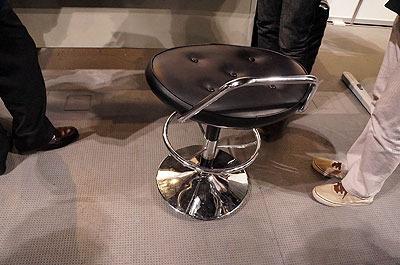 一見、何の変哲もない椅子