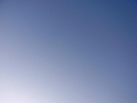 見える景色はどこまでも青い空