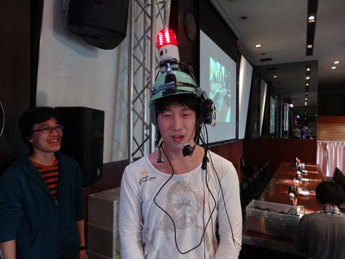 一定の笑いを越えると頭上のランプが光るようにバージョンアップされていた