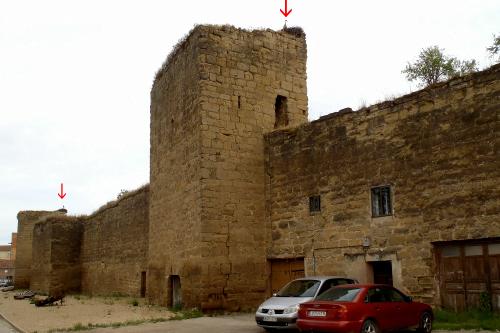 城壁の塔の上にもぞれぞれコウノトリの巣