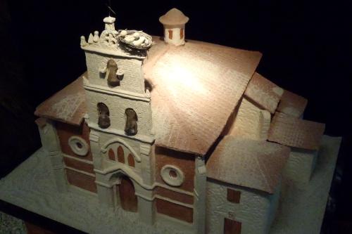 教会の模型にもコウノトリの巣が付く公認っぷりである