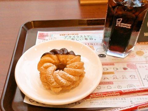竹の塚で「柔らかいドーナツにチョコをかけてクリームを挟んだとてもおいしいドーナツです!」とおすすめしてもらったエンゼルフレンチ。