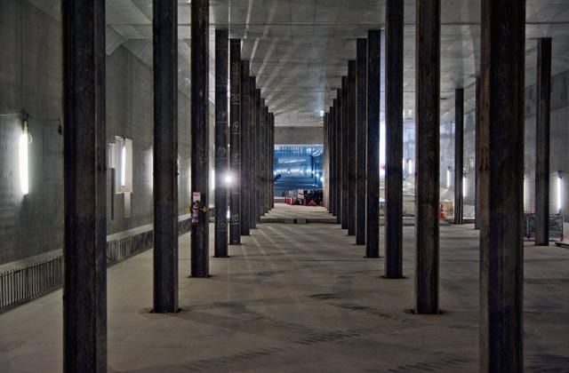 新橋は新橋で、地下がこんなことに!(大きな画像はこちら)