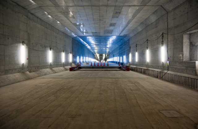 一度浅草線を越え終わって、いちど下ったトンネルが、ふたたび登り始める。(大きな画像はこちら)