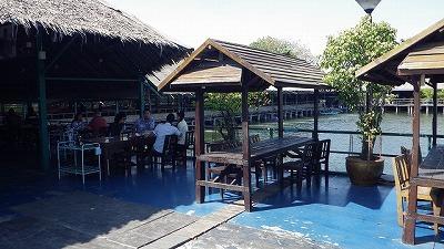 観光施設であると同時に地元民の憩いの場にもなっている。