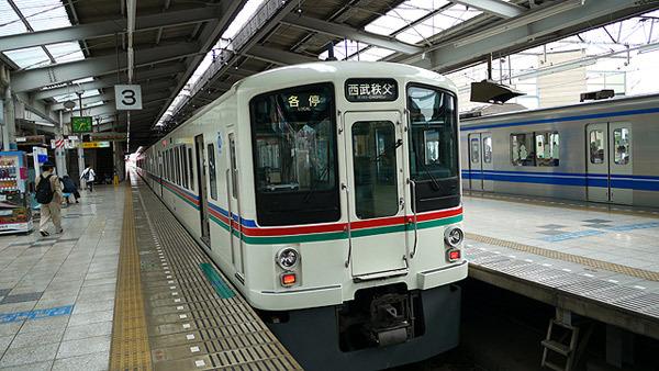 都市部の移動には電車が使われる