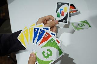 緑の3を出すことができるので、ワイルドドロー4を「出せない」→