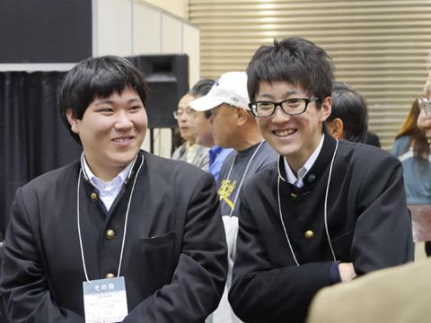 出場者の大畠くん(左)と金井くん(右)