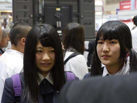同じく、長谷川さん(左)と山田さん(右)
