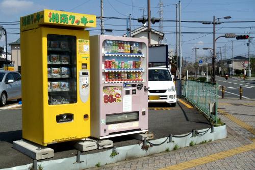 その東口バスターミナルに「湘南クッキー」の自販機があった