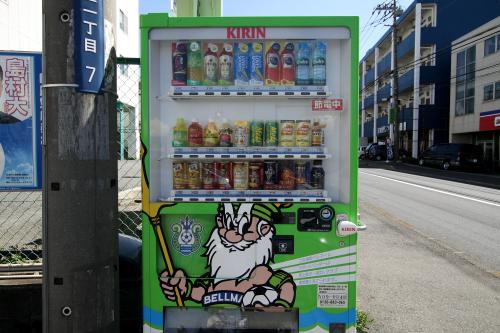 飲み物が欲しいと思ったら、自販機が湘南ベルマーレ仕様だった。キリンも綾瀬市を湘南と認めているのだ