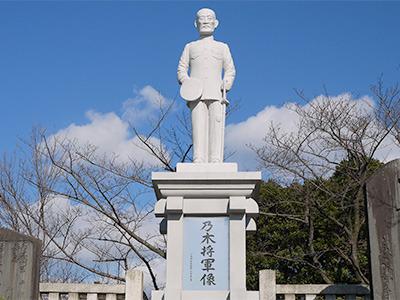 そして唐突に乃木将軍の像が