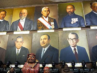 さらに、歴代総理大臣の肖像画が……なぜ!?