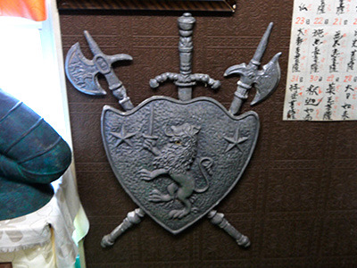 その脇には西洋風の盾&武器