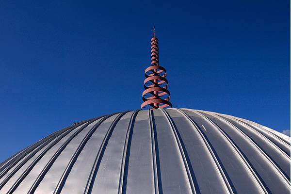 ちなみにこの建物、屋根がドーム状になっているのですが……