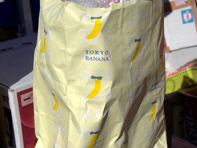 屋台の荷物を入れる紙袋が東京ばななという手の込みよう。
