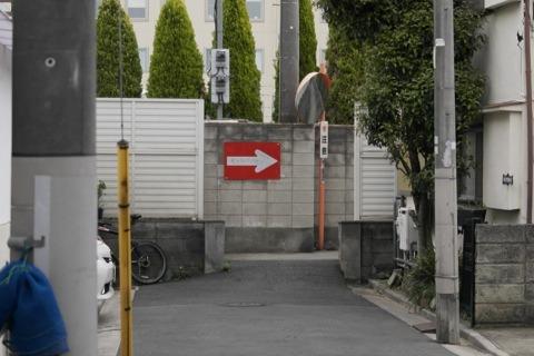 入り口はこんなだ。入れるかな?と思うが、入れる。