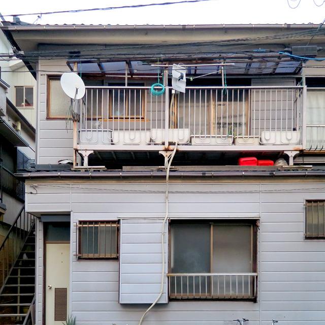これも同じように1階の屋根に乗ったタイプだが、