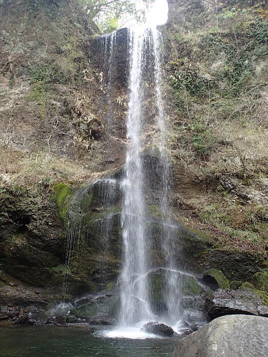 23メートルの落差の滝