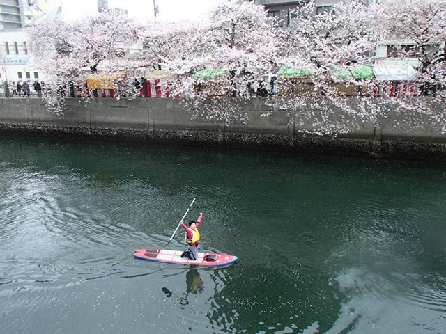 そしてついにマイボートで川に漕ぎだした。やほーい!