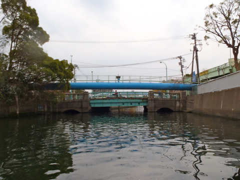 そして江東区随一の文化系盛り上がりポイントといったらこの最低の橋、茂森橋。