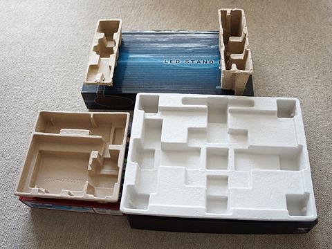 内箱がほら、このような緩衝材になってますでしょ。パルプモールドというんですって。