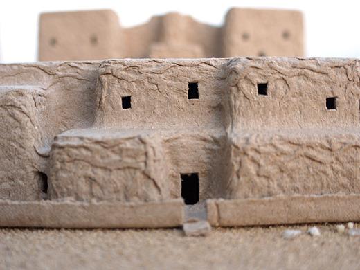 焼きレンガで作られた、高度な建築物。しかし今はもう廃墟だ。皆どこへ行ってしまったのか―