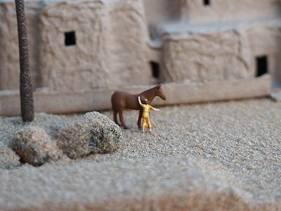 ときおり、旅の商人が馬を休めるのみである―