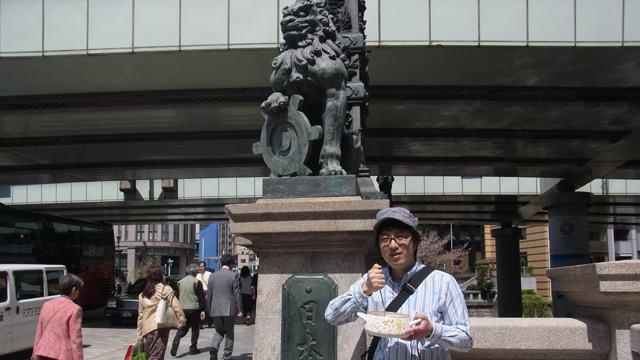 五街道の起点。日本橋にてシチューかき混ぜ