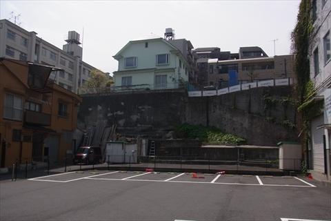 こんな断崖絶壁もナチュラルにある