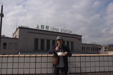 上野駅でシチューかき回し