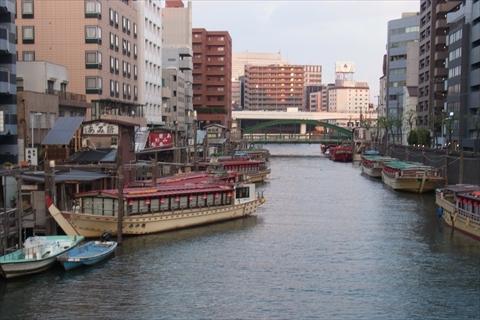 浅草橋から柳橋をながめる