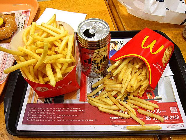 左がポッポのフライドポテト。大盛で160円。右はマクドナルドのLサイズだが、だいぶ食べた後なので減ってる。