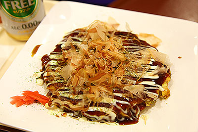お好み焼きは390円。山芋を使っているそうでトロフワ食感がうまい。